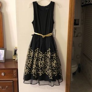 MADISON LEIGH BLACK & GOLD DRESS W/ BELT